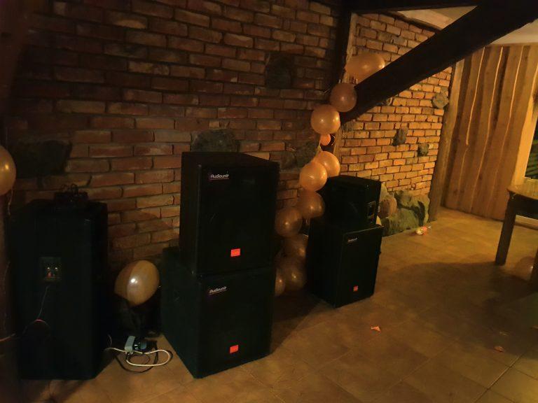 http://garsoaparaturosnuomavilniuje.lt/garso-koloneliu-komplektu-nuoma/garso-aparaturos-komplektas-1200w/